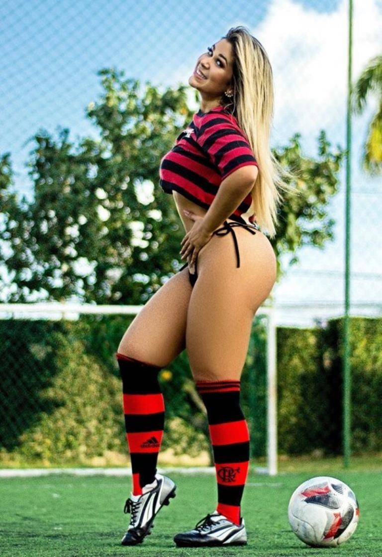 Musa do Flamengo Mari Lopes nua na revista sexy especial (6)